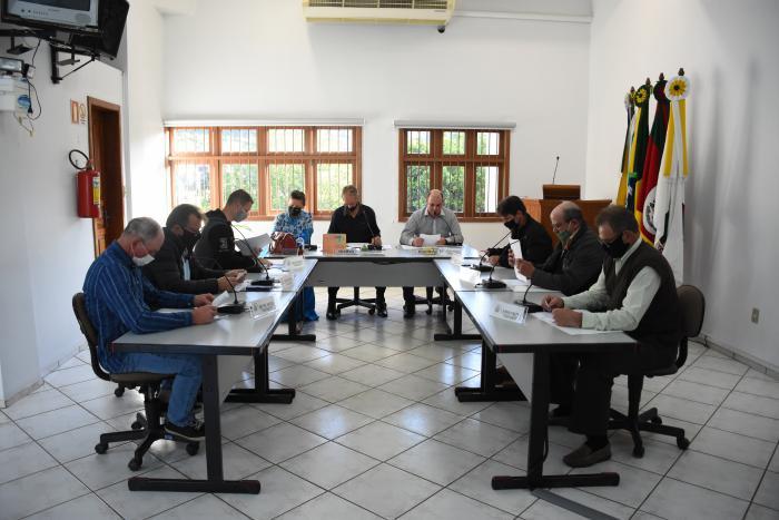 Vereadores aprovam norma para exploração de táxi no município